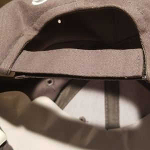Accessories - Grey baseball cap with white embroidery